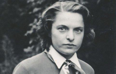 Věra Nováková: Komunisti ji vyhodili z vysoké školy a 40 let nesměla vystavovat