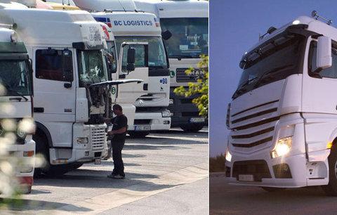 Řidiče v Jihlavě usmrtilo vlastní nákladní auto, když připojoval přívěs
