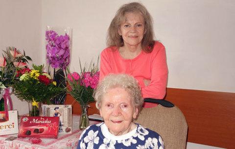 Maminka zpěvačky Evy Pilarové: Oslavuje 103 let!