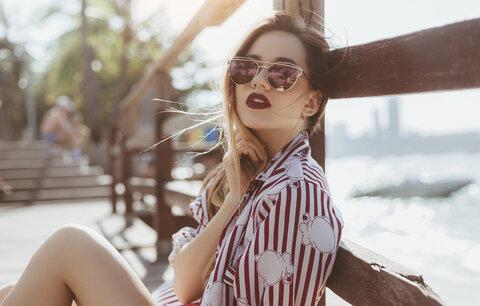 Osobité sluneční brýle: Jaký tvar vám bude slušet?