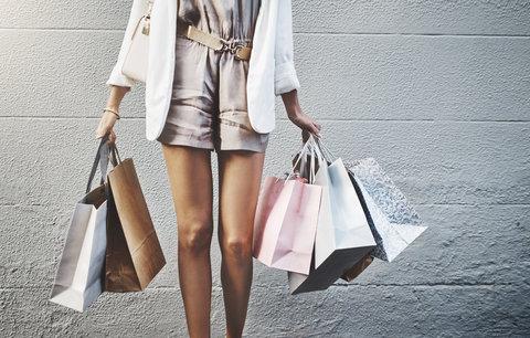 Slevové šílenství začíná: Pořiďte si letní trendy až o 50 procent levněji!