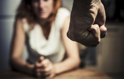 """""""Můžu si za to sama,"""" říkají oběti domácího násilí. Opravdu vaše známá zakopla?"""