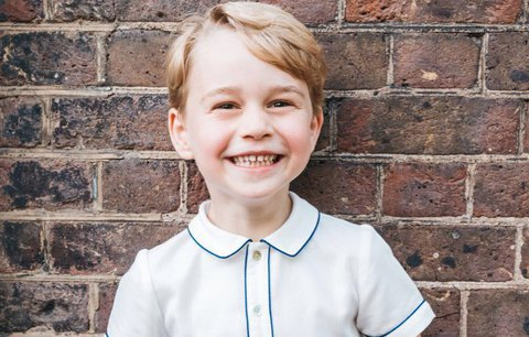 Narozeninová fotka prince George (5): Obleček za 2500 korun spustí šílenství
