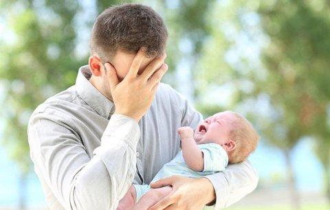 I otcové trpí poporodními depresemi. Psycholog: Bojí se změn a ztráty svobody