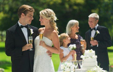 """Loni byl rekordní svatební rok, přesto se Češi do chomoutu moc neženou. Kdo do toho """"praštil""""?"""