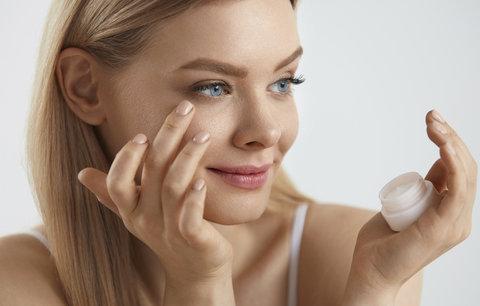 Test očních krémů: Víme, které vás zbaví vrásek a kruhů pod očima