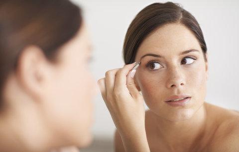 Trápí vás chloupky v obličeji? Víme, jak se jich účinně zbavit!