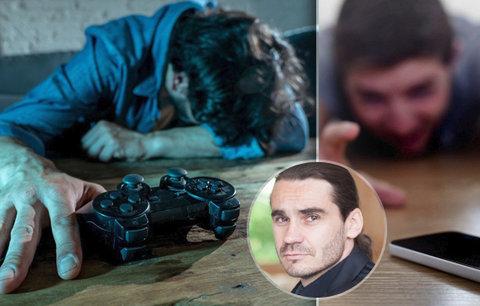 """""""Absťák jak na drogách."""" Češi trpí závislostí na mobilech a hrách, kazí jim práci i zdraví"""