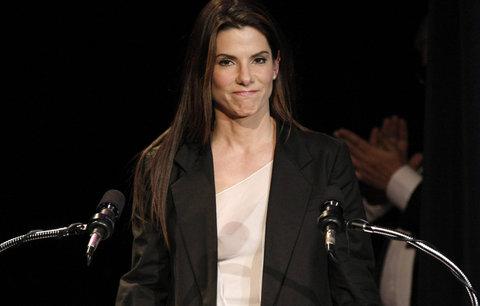 Podváděná Sandra Bullock je ženou roku 2010