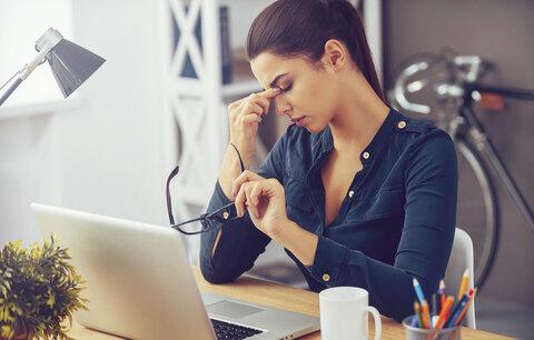 Sedavé zaměstnání má zdravotní rizika: Víme, jak jim zabránit!