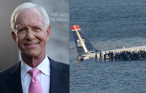 Menší sedadla v letadlech ohrožují životy lidí, varuje hrdina, který přistál na řece
