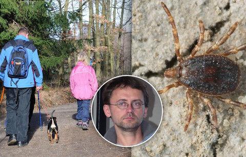 V Česku se objevilo superklíště: Je obrovské, umí pronásledovat lidi a má oči