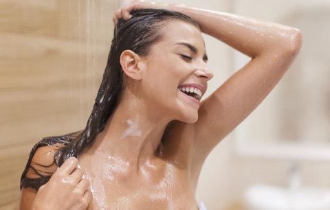 Umíte si umýt vlasy? Tyhle chyby děláte nejspíš i vy!