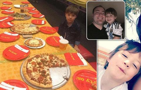 Rodiče zveřejnili fotku chlapce (6), na kterého se na narozeniny vykašlali kamarádi. Teď toho litují
