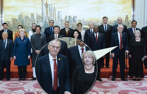 Zeman pozdravil podnikatele čínsky. Nad rozepnutým sakem Ivana přivřela oči