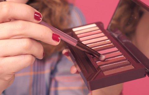 Červené stíny jsou hit! Jak vypadají ve skutečnosti a měla byste si je pořídit?