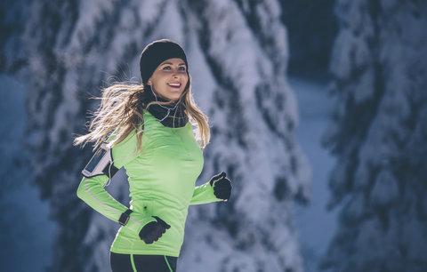 Kašlete na přeplněná fitka! Běhat můžete i v zimě a tohle stačí vědět