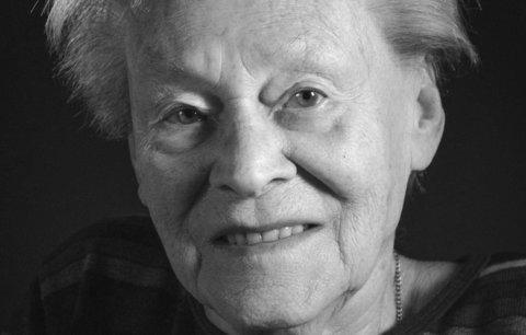 Věra Kalvachová: Otce odvezli do koncentračního tábora, protože se nerozvedl s Židovkou