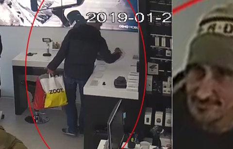 Ukradl foťák za 60 tisíc, pak ještě tlachal s prodavačkami! Pražská policie pátrá po drzém zloději