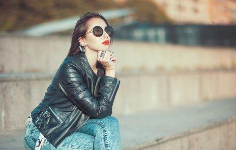 Jarní bundičky: Do módy se vrací šusťákovka,  batika a křivák trochu jinak