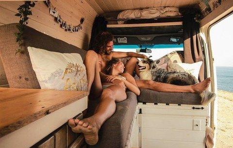 Láska z dodávky: Mladý pár cestuje se svým psem po celém světě