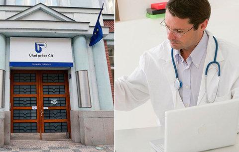"""Nezaměstnaní Češi marodí naoko a hrozí lékařům. """"Zneužívačů"""" neschopenek přibývá"""