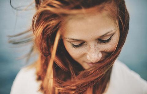 Test šamponů na barvené vlasy: Který zachoval barvu nejdéle?