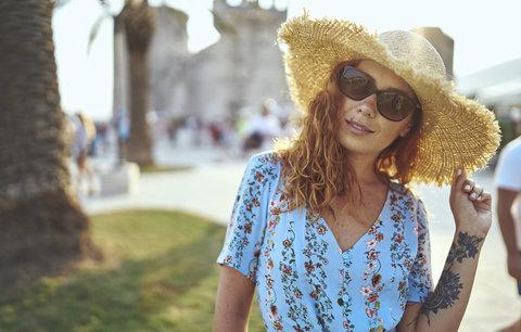 Květované šaty: V těchto vám bude dobře i v letních vedrech