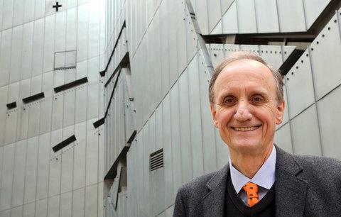 Ředitel Židovského muzea v Berlíně končí. Vaz mu zlomily sociální sítě