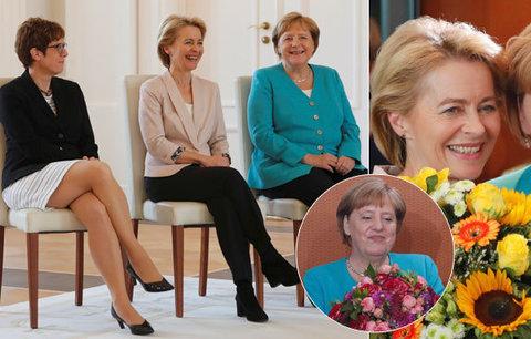 """Roztřesené Merkelové připravili židle. Kancléřka slaví """"nenormální"""" 65. narozeniny"""