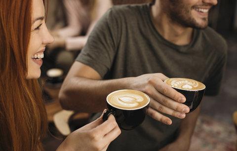 7 znamení, že pijete příliš mnoho kávy a měli byste ubrat