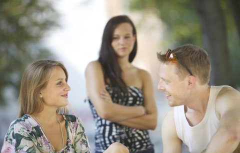 4 varovné signály, podle kterých poznáte, že má v hlavě stále svou ex