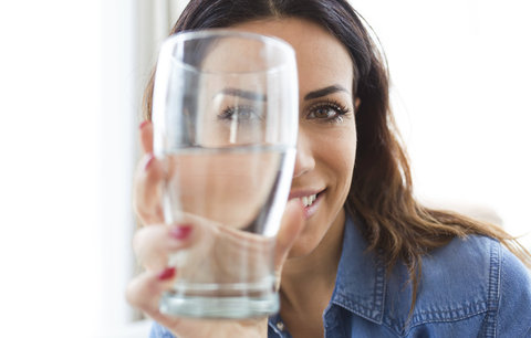 Chcete oddálit stárnutí a být zdravější? Tyhle nápoje vám uberou pár let!