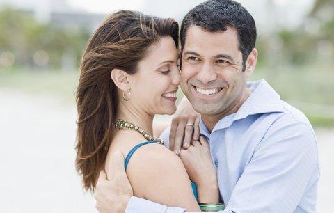 Muži poznají osudovou lásku na první pohled, ženy potřebují šest schůzek