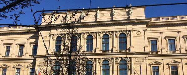 Ústavní soud se zastal nemocného chlapce: Nemocnice musí dokázat, že mu neuškodila