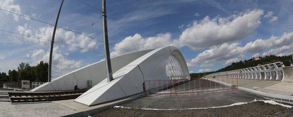 Nehoda u Trojského mostu. Směrem z centra se tvoří kolony a jeden pruh je uzavřený