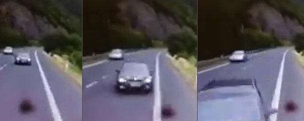 Otřesné záběry smrtelné nehody na Děčínsku: Osobák to napálil do kamionu