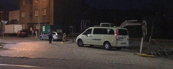 Nález umrlce v Libni. Tělo neznámého muže leželo opodál Zenklovy už několik dní