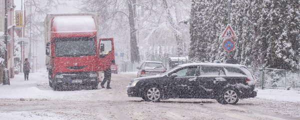Řidiče na Vsetínsku trápí led a sníh. Pozor i na Liberecku, Olomoucku a Vysočině