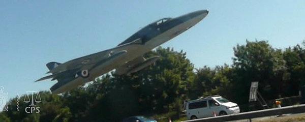 Sekundy před tragédií. Při nepovedeném kaskadérském kousku zabil pilot 11 lidí