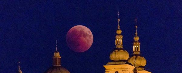 Zatmění Měsíce uvidíme i v Česku. V pondělí si přivstaňte, bude na co koukat