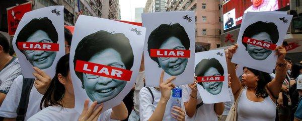Lidé v Hongkongu se znovu bouří. Ústupek protesty nezastavil, strach z Číny trvá