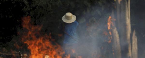 Amazonie v plamenech: Krotit tisíce požárů bude i armáda, svět nabízí pomoc