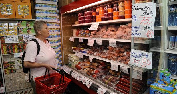 Mezi zákazníky je o výrazně levnější zboží zájem.