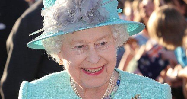 Královna Alžběta má z přírustku radost