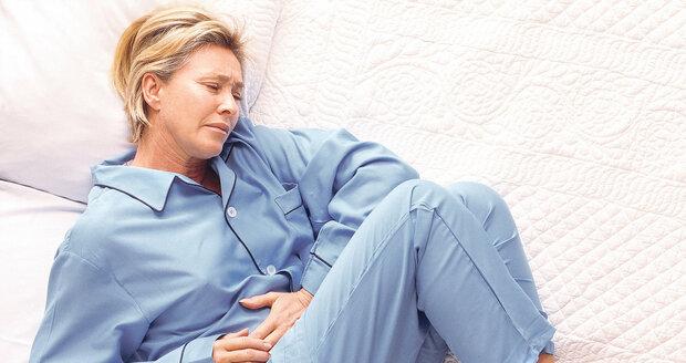 Při střevní chřipce je potřeba dodržovat přísnou dietu. Na křeče v břiše pomůže třeba odvar z jablek.