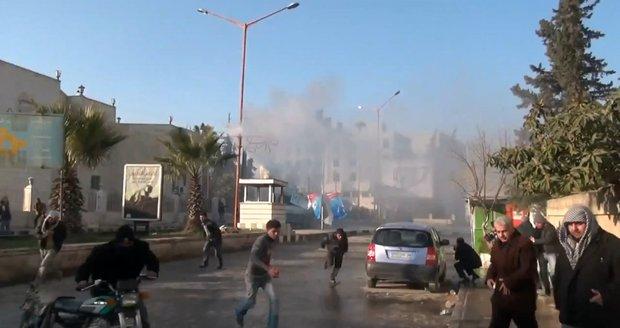 Sebevražedný atentátník zabil 13 lidí: Odpálil se v davu demonstrantů