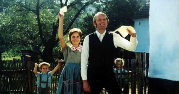 Marta ve filmu Jáchyme, hoď ho do stroje po boku Luďka Soboty