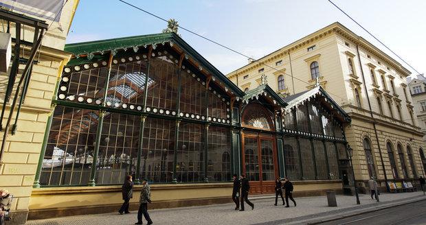 Před Masarykovým nádražím v Praze našli podezřelý předmět.