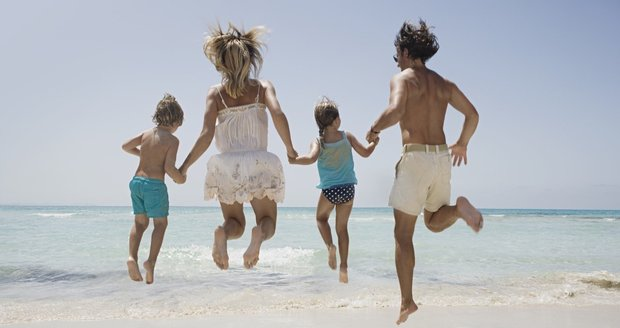 Na dovolenou k moři vyjíždí každý rok statisíce Čehů, některé z oblíbených destinací ale letos podažily. Cenově nejvýhodnější je Řecko.